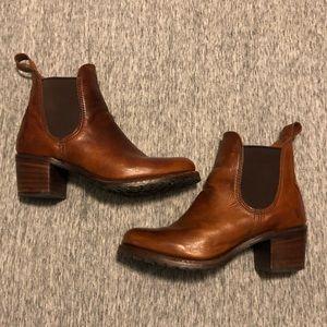 Frye Sabrina Chelsea Heeled Boot